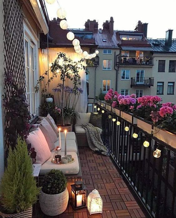 Decorar La Terraza Con Plantas Muebles Lámparas Y Flores